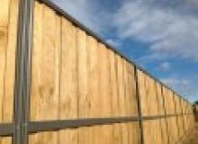 Kwikfynd Lap and Cap Timber Fencing appletree-flat